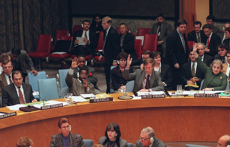 Sergey Lavrov (left) and Madeleine Albright (right) seen at a session of the UN Security Council (archive)