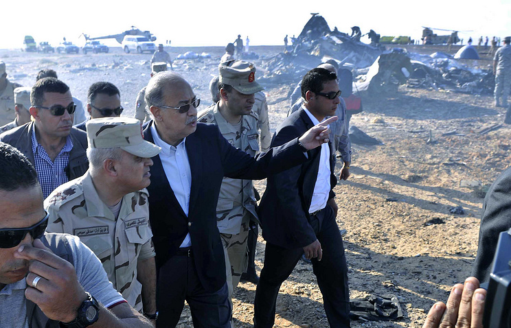 Egyptian Prime Minister Sherif Ismail (third left) examines the wreckage at the site of the Russian plane crash