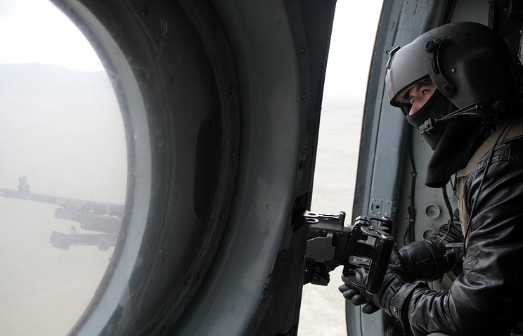 A security official in a helicopter in Afghanistan (archive)