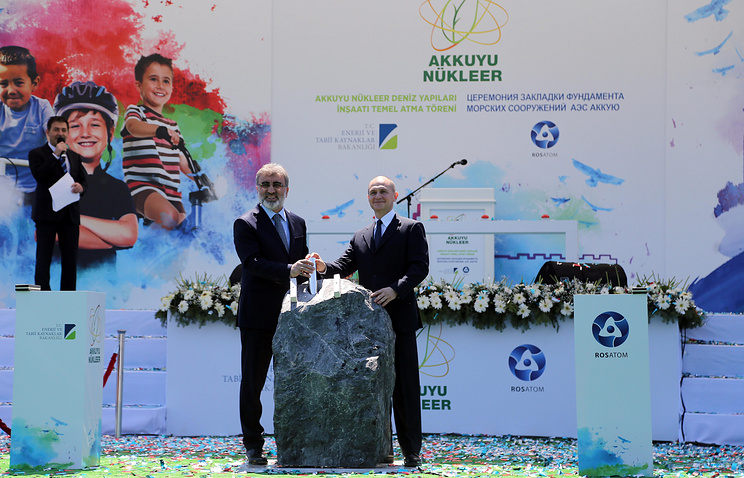 Turkey's Minister of Energy and Natural Resources Taner Yildiz and Rosatom CEO Sergey Kiriyenko in Mersin, Turkey, 2015