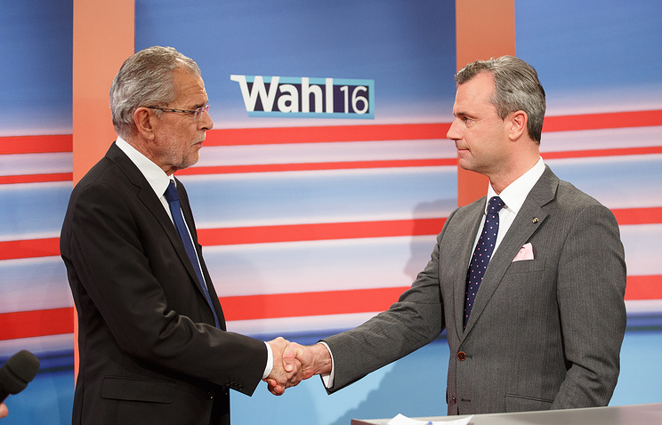 Norbert Hofer (R) and Alexander Van der Bellen (L)