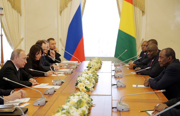 Russia's President Vladimir Putin and Guinean President Alpha Conde