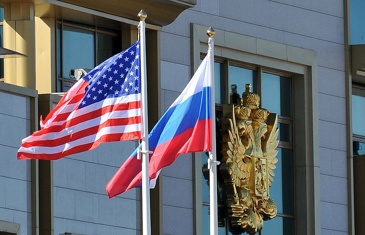 US, Russia flags