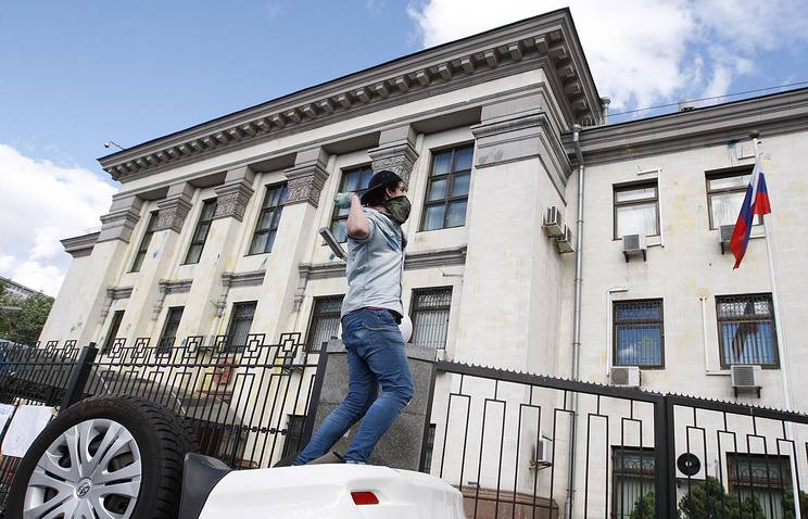 Attack on Russia's embassy in Kiev, 2014