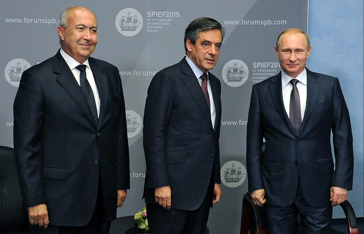 Lebanese multimillionaire Fouad Makhzoumi, former French Prime Minister Francois Fillon and Russian President Vladimir Putin in St. Petersburg, June 19, 2015