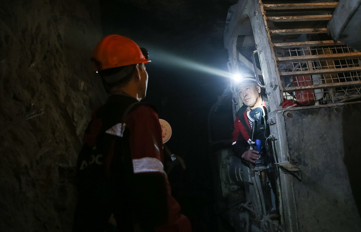 Flood in Russian mine leaves nine missing