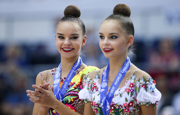 Arina Averina (left) and Dina Averina