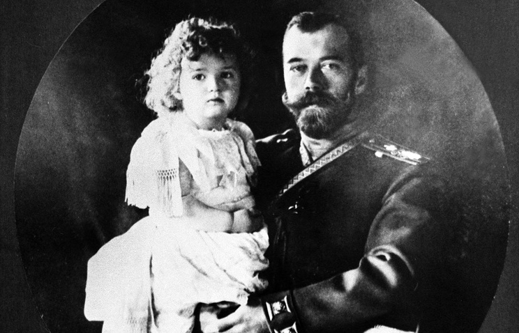 Nicolas II with his son and heir, 1907