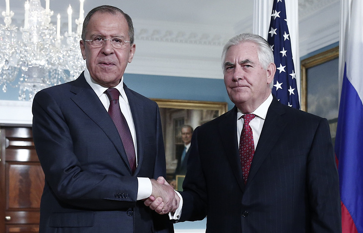 Russia's Foreign Minister Sergei Lavrov (L) and US Secretary of State Rex Tillerson