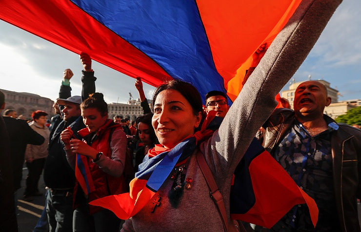 Acting Armenia leader suggests election as protests roll on