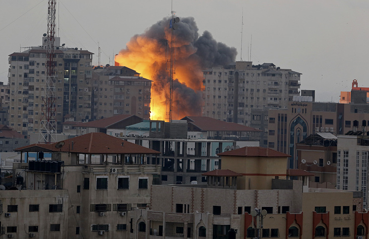 Palestinian rocket attack on Israeli city draws Gaza air strikes