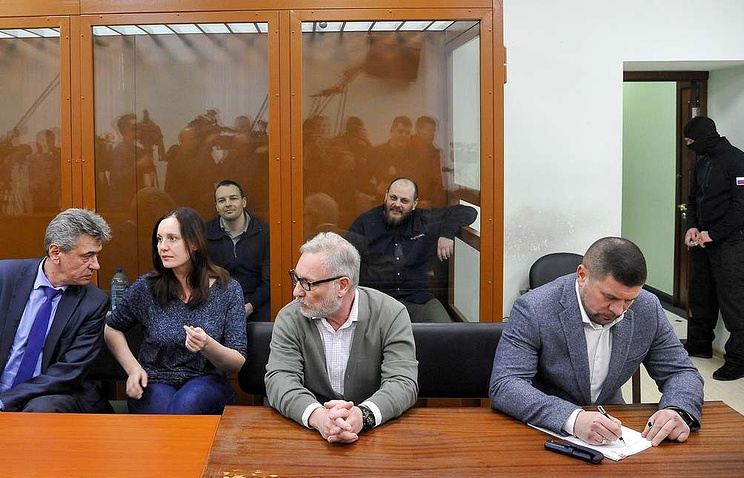 Ruslan Stoyanov and Sergei Mikhailov, background, in the courtroom