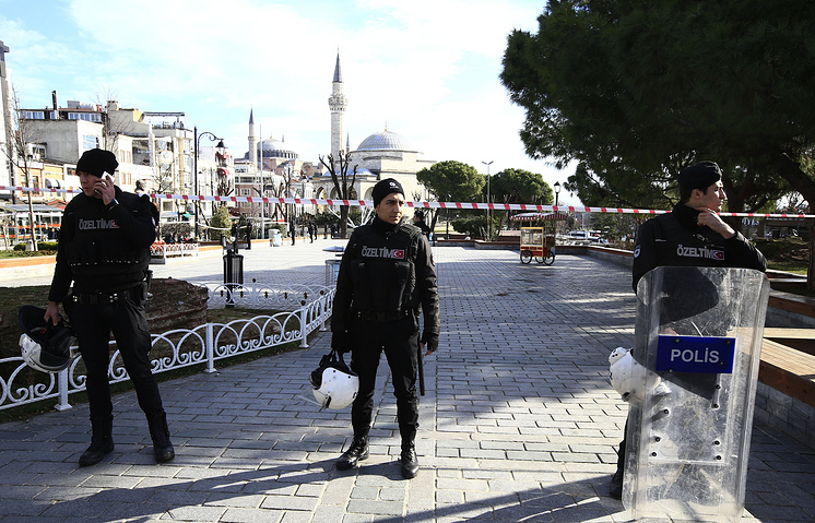Policemen secure an area at the historic Sultanahmet district after an explosion in Istanbul